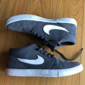 Nike gray mid rise gray sneakers, size 8